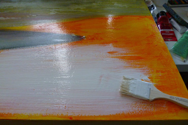 I then paint a layer of white acrylic mixed with medium on the sky and sea area.